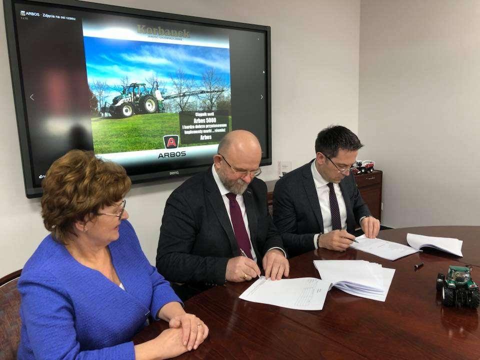 Porozumienie wspolpracy miedzy Henryka i Pawel Korbanek a Massimo Zubelli