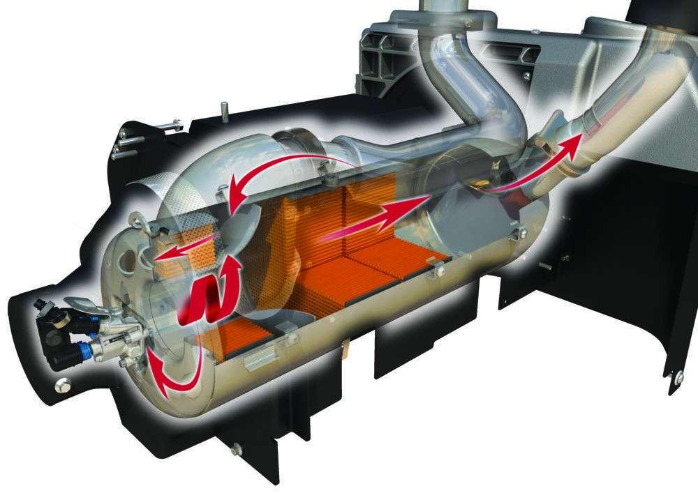 Kompletny system oczyszczania zawarty jest w nowatorskim systemie ciągnika Massey Ferguson serii 5700 spaliny opuszczają turbosprężarkę, trafiają do kompaktowej jednostki SCR