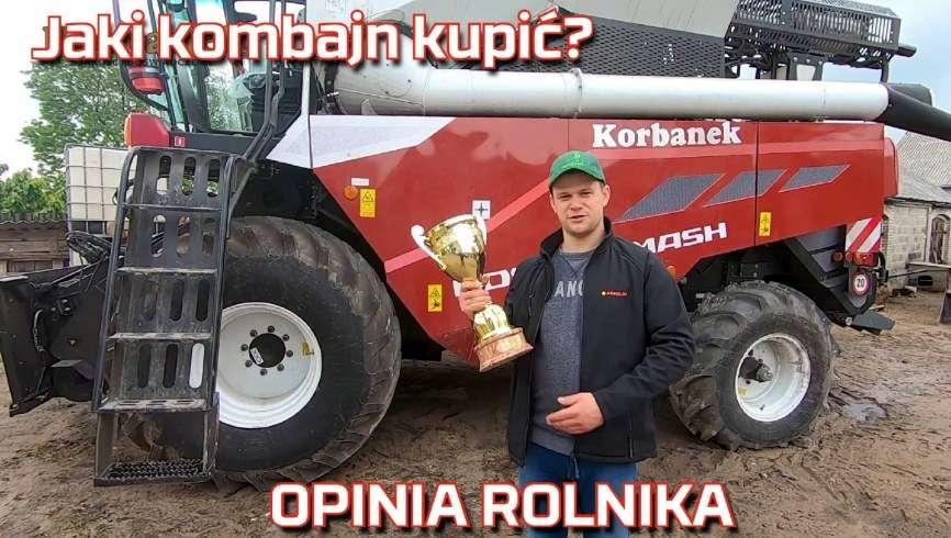 Zdjęcie na tle kombajnu rolnika wyrażającego opinię o Rostselmash Nova 330