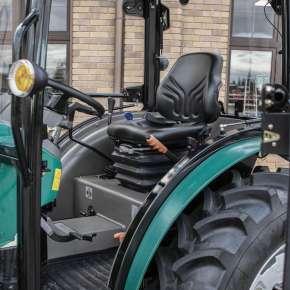 Przestronna kabina w traktorze Arbos 2035