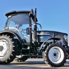 Prawa strona traktora Arbos 3055 z przednim TUZem