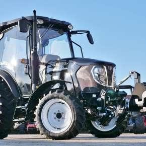 Traktor komunalny 3055 Black Limited Edition z przednim tuzem