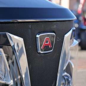 Branding i logotyp marki Arbos w ciągniku rolniczym i komunalnym 3055