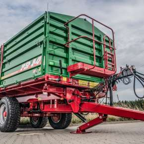 Przyczepa rolnicza TB 14 tandemowa trójstronny wywrót z firmy Metaltech sprzedawana przez firmę Korbanek sp. z o.o.