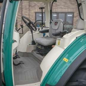Przestronna kabina ciągnika Arbos 5000 global