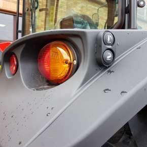 Lampa tylna wraz z przyciskami w Massey Ferguson 5700 SL