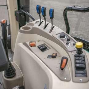 Poręczne dźwignie wewnątrz kabiny arbosa 5000 advanced