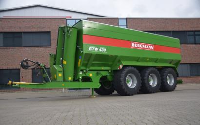 Duża przyczepa przeładowcza do przeładunku zboża rzepaku i kukurydzu marki Bergman GTW