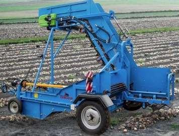Niebieska kopaczka krukowiak od firmy korbanek na polu