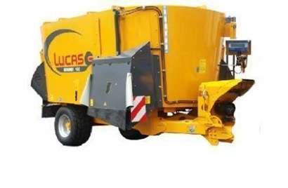 Wóz paszowy firmy Lucas zdjęcie z prawej strony