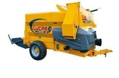 Maszyna do ścielenia słomą firmy Lucas zdjęcie z prawej strony