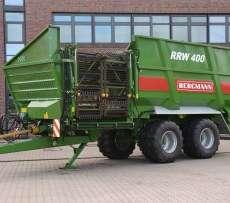 Na zdjęciu stoi specjalistyczna przyczepa przeładunkowo transportowa do buraków cukrowych marki Bergmann typ RRW
