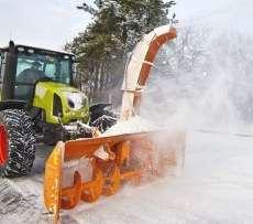 Pług do śniegu wirnikowy TORNADO firmy Samasz zawieszony na ciągniku odśnieża drogę Korbanek.pl