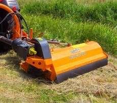 Pomarańczowa kosiarka bijakowa Kangu firmy Samasz kosi mulczuje trawę Korbanek.pl