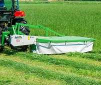 Seria Z to kosiarki bębnowe do trawy firmy Samasz, zdjęcie kosiarki podczas pracy