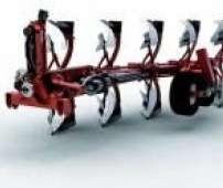 Studyjne zdjęcie nowej generacji pługa zawieszanego obracalnego serii R6 i R8 z amortyzacją głowicy marki Gregoire Besson