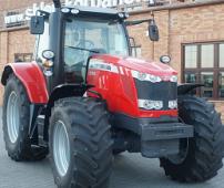 nowy ciągnik rolniczt Massey Ferguson 7700 zdjęcie z przodu od prawej strony