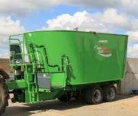 Wóz paszowy w kolorze zielonym firmy Samasz model DUO