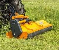 Pomarańczowa kosiarka bijakowa PIKO firmy Samasz kosi trawę