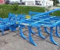 Niebieski kultywator agregat podorywkowy firmy Lemken typ Karat na placu Korbanek.pl