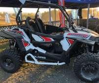 RZR Polaris XP 1000 EPS quad kolor czarny atv zawieszenie nadwozia Walker Ewans klatka ochronna pasy bezpieczeństwa felgi aluminiowe kierownica samochodowa wersja dla dwóch osób oświetlenie ledowe drzwi boczne kolor czarny nadwozia Koebanek.pl