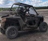 Polaris RZR 900 EPS quad felgi aluminiowe pasy atv bezpieczeństwa klasyczna kierownica samochodowa klatka bezpieczeństwa pojazd na dwie osoby dwuosobowy napęd 4x4 2x4