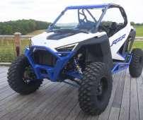 Dynamix RZR XP 1000 quad kolor niebiesko biały zderzak przód metalowy osłony progów kolor czerwony pół szyba felgi aluminiowe  pasy bezpieczeństwa