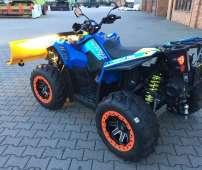 Quad Scrambler 1000 XP kolor niebieski atv kufer tył Orgio Bag zderzak przód metalowy wyciągarka 2500 LB linka stalowa osłony rak felgi aluminiowe EPS wspomaganie kierownicy ADC kontrola zjazdu napęd 2x4 4x4 EBS hamowanie silnika Korbanek.pl
