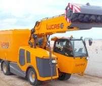 Wóz paszowy samojezdny Autospire firmy Lucas zdjęcie z prawego boku na tle betonowej ściany