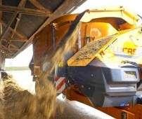 Wóz paszowy Spirmix Jet firmy Lucas podczas pracy