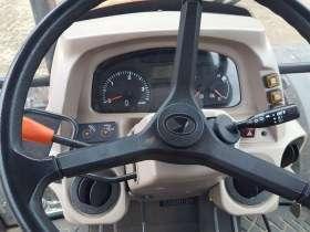 Deska rozdzielcza ciągnika rolniczego marki Kubota model M 7060