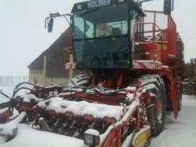 Używany kombajn do buraków Holmer 6-rzędowy rok produkcji 1999 widok maszyny z boku w śniegu korbanek.pl