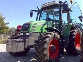 Używany ciągnik rolniczy Fendt 307 widok na przód i lewy bok pojazdu