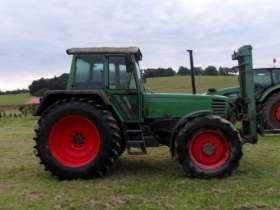 Używany ciągnik rolniczy Fendt 312 LSA z 1994 roku z zamontowanym naośnikiem palet