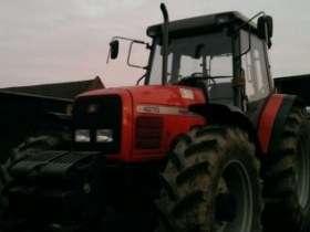 Ciągnik rolniczy Massey Ferguson 4270 zdjęcie artystyczne korbanek