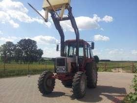 Używany Ciągnik rolniczy MTZ 82 z uniesionym wysoko ładowaczem Quicke