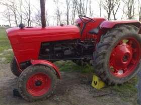 Czerwony zadbany używany ciągnik rolniczy David Brown 1880