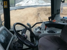 wnętrze kabiny ciągnika Massey Ferguson 5465 używany