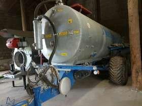 Pod wiatą stoi Beczka 10000 litrów firmy Meprozet