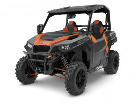 Ciągnik rolniczy Polaris GENERAL XP 1000 DELUXE EPS ABS widok na przód pomarańczowo - czarnego pojazdu