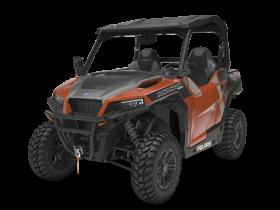 Pomarańczowo - czarny Quad Polaris GENERAL 1000 EPS DELUXE z oferty spółki Korbanek  widok na przód pojazdu