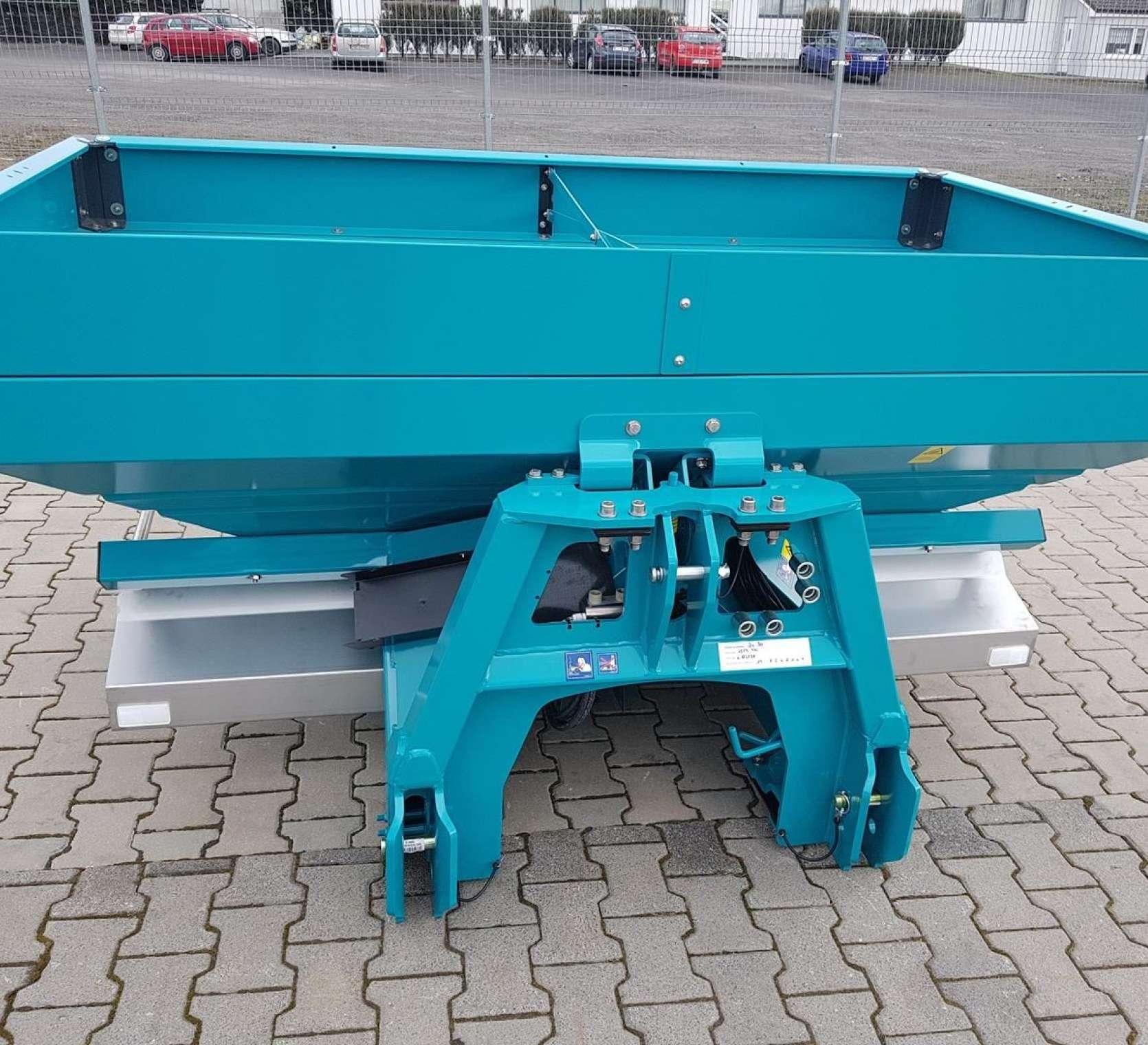 Sulky precyzyjny rozsiewacz z wagą i komputerem 1500 litrów