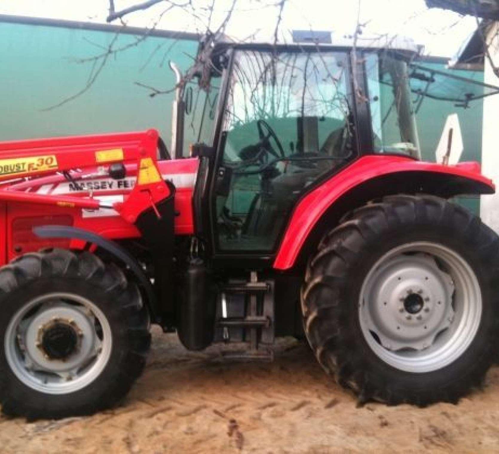 Bok ciągnika używanego Ciągnik rolniczy Massey Ferguson 5425 r korbanek