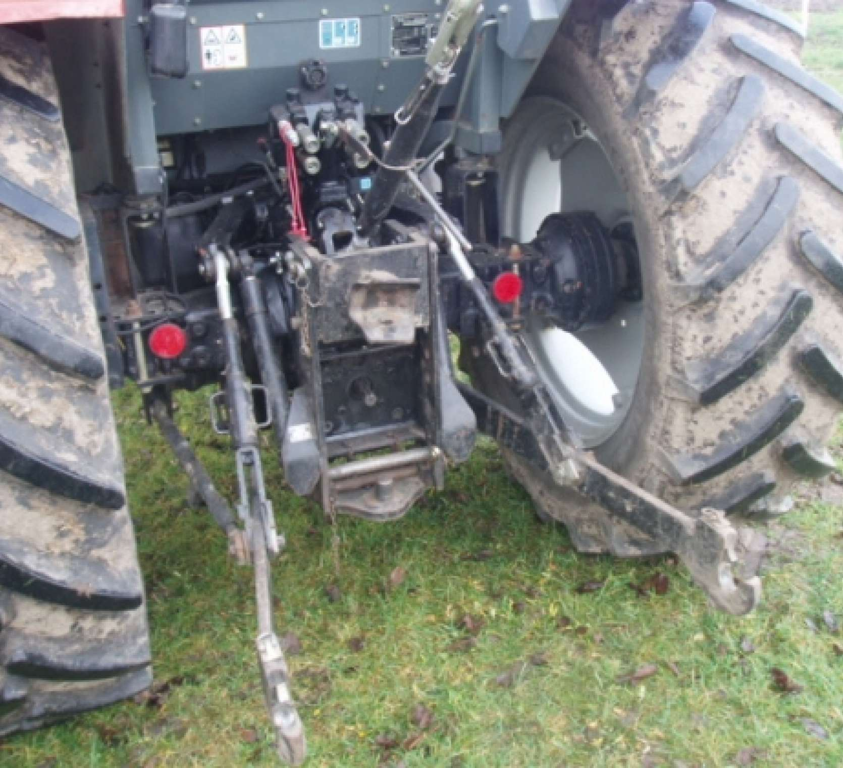 używany ciągnik rolniczy Massey Ferguson 4370 rok produkcji 2001 tył ciągnika TUZ
