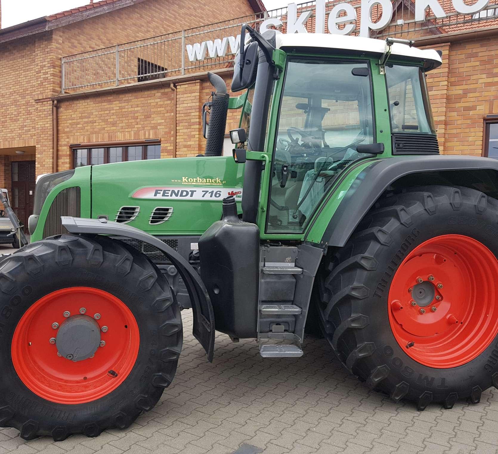 Traktor Fendt 716 Vario ujęcie z boku od korbanek.pl