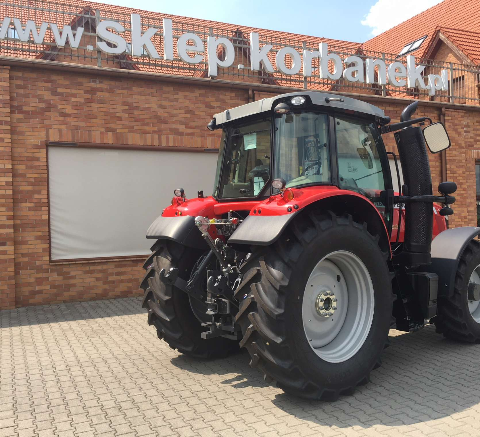 czerwony ciągnik rolniczy Massey Ferguson 7714 moc 140 KM korbanek.pl