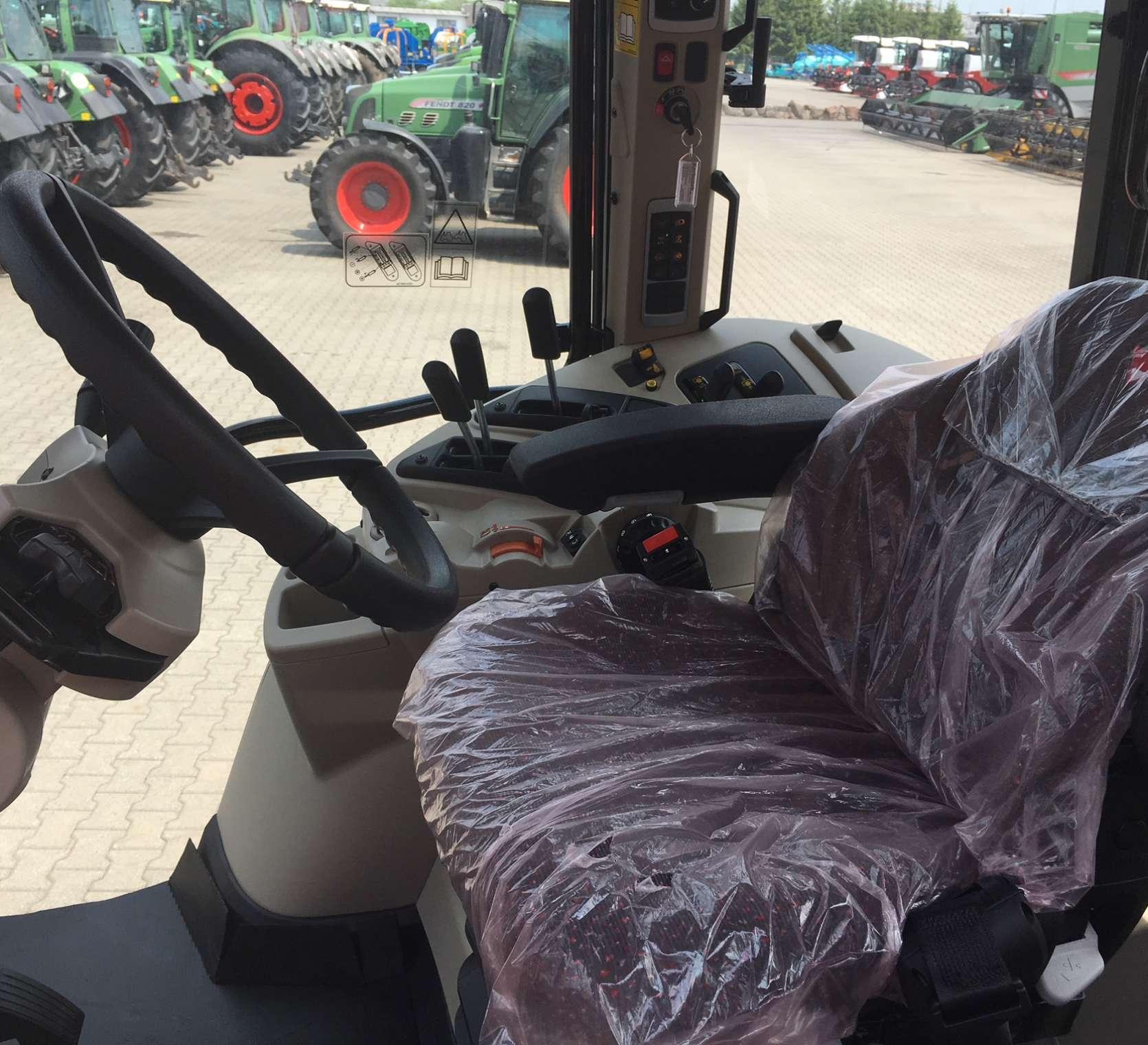 Komfortowe pneumatyczne siedzisko operatora kolumna kierownicza w MF model 7714 od korbanek.pl