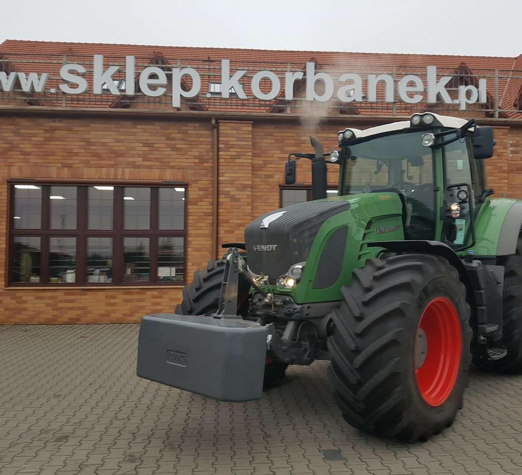 Ciągnik Fendt 936 S4 z przednim obciażnikiem widok z lewej strony z oferty korbanek.pl