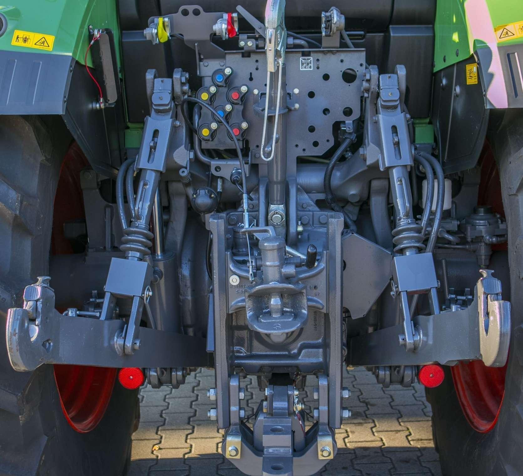 Pokazowy traktor Fendt 514 SCR w ciągniku marki Fendt 514