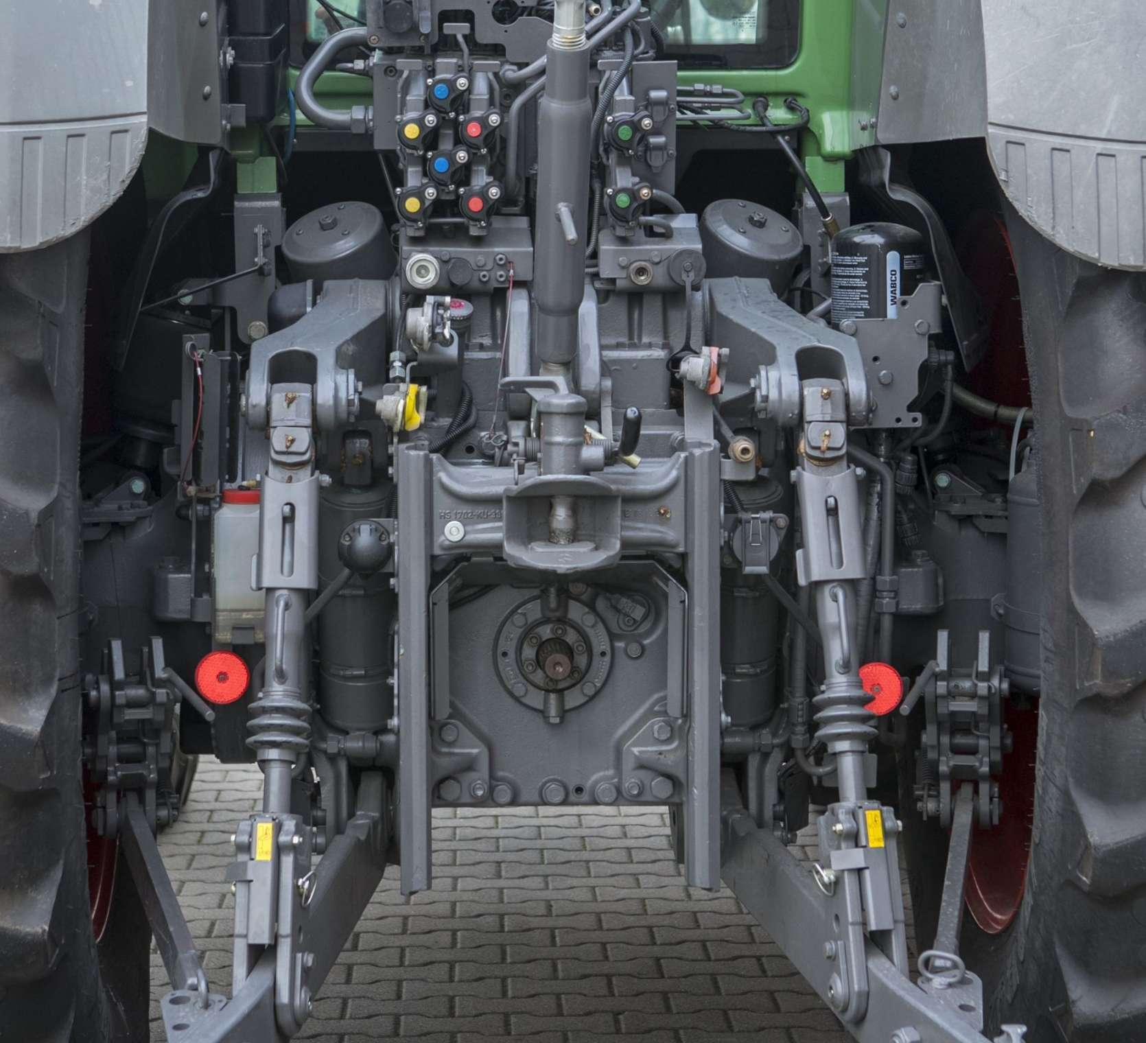Trzypunktowy układ zawieszenia w uzywanym ciagniku 936 Vario